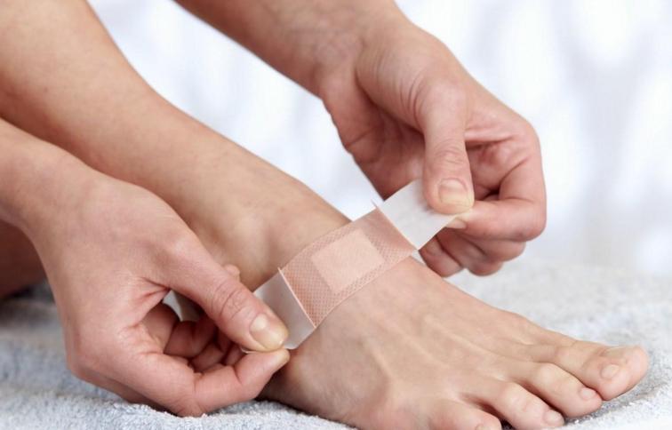 糖尿病足部感染和溃疡的预防和治疗方法?糖尿病足用什么方法能治疗好?